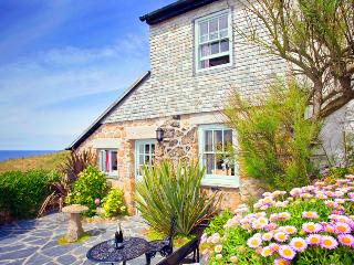 LITTLE PETRA, Charming cornish cottage by the beach with lovely garden and views - Sennen vacation rentals