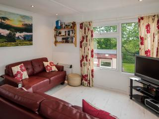 Sunny 2 bedroom Chalet in Kilkhampton with Deck - Kilkhampton vacation rentals