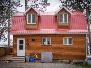 Beautiful 3 bedroom Golden Lake Cottage with Deck - Golden Lake vacation rentals