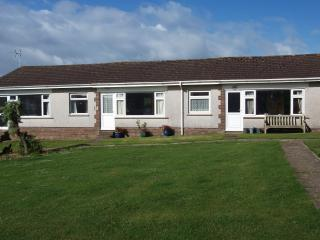 Lovely 2 bedroom Port Eynon Bungalow with Television - Port Eynon vacation rentals