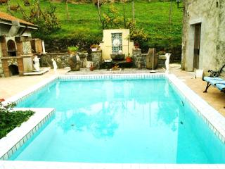 Elegant Country Apartment Pool, Spa and views - Varese Ligure vacation rentals