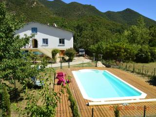 La Riviere Lune Chambre d'Hote - Small Double Room - Belvianes et Cavirac vacation rentals