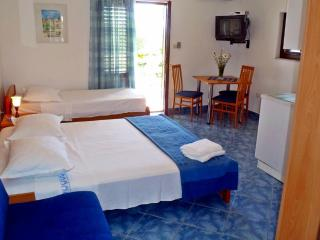 Apartments IDA , app for (3+1) - Sucuraj vacation rentals