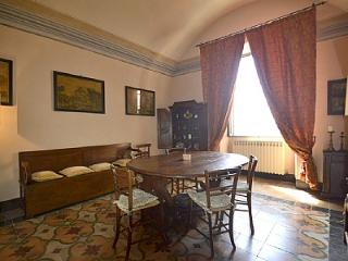 Charming House in Gubbio with Television, sleeps 7 - Gubbio vacation rentals