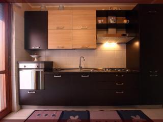 Cozy 2 bedroom Cagliari Condo with Dishwasher - Cagliari vacation rentals