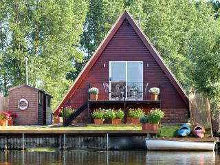 Perfect Lodge with Internet Access and Boat Available - Isleham vacation rentals