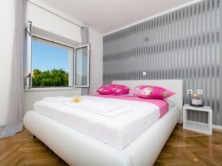 Modern Apartment near center, beach & bus station - Makarska vacation rentals
