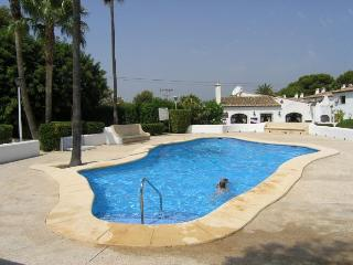 Nice 2 bedroom Moraira Bungalow with Garden - Moraira vacation rentals