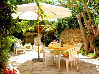 Comfortable Townhouse with Internet Access and Satellite Or Cable TV - Villes-sur-Auzon vacation rentals