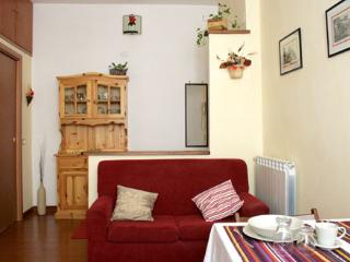 Charming Apartment with Television and DVD Player - Rome vacation rentals