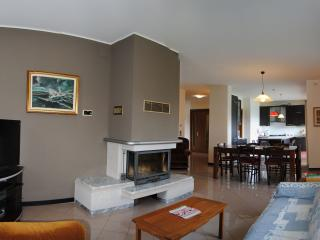 Elegant and big apartment in Vittorio Veneto 4/6 p - Vittorio Veneto vacation rentals