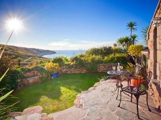 THE STUDIO, romantic studio by the beach with lush garden and superb sea views - Sennen vacation rentals