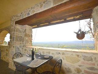 Cozy House with Deck and Internet Access - Rigutino vacation rentals