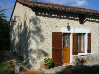 Lovely 1 bedroom Riberac Gite with Parking - Riberac vacation rentals