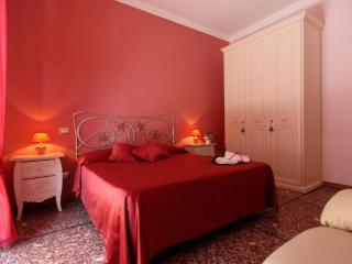 Miriam Guesthouse - Camera Rossa - Rome vacation rentals
