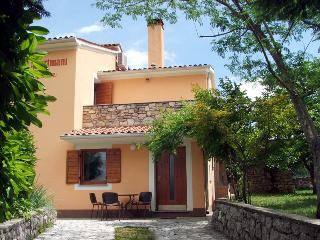 Apartment for couples on farmhouse with pool - Nedescina vacation rentals