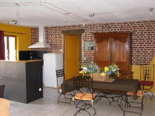 Nice 1 bedroom Gite in Louviers with Internet Access - Louviers vacation rentals