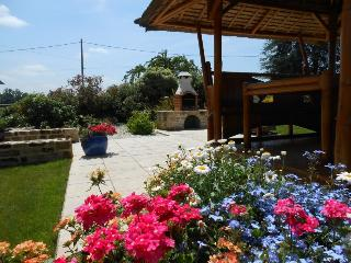 Lovely 2 bedroom Gite in Evran with Internet Access - Evran vacation rentals