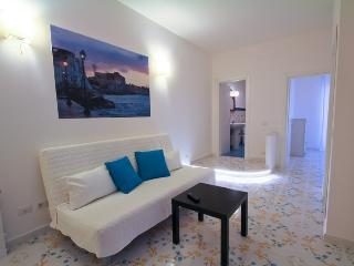 Cozy 2 bedroom Apartment in Sorrento with Short Breaks Allowed - Sorrento vacation rentals