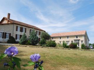 La Normande - Les Quatre Puits - Montguyon vacation rentals