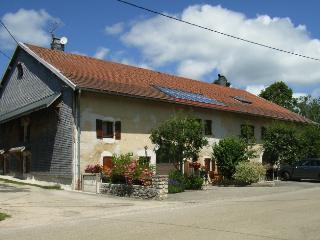 Les Andreys, chambre d' hotes,  Le Fenaud - Jura vacation rentals