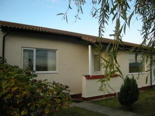 Catref Abergele minutes walk to beach great views. - Towyn vacation rentals