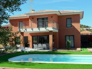 Nice Villa with Internet Access and Dishwasher - Agay vacation rentals