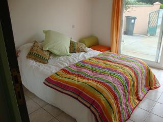 Charming 4 bedroom Villa in Creissan with Internet Access - Creissan vacation rentals