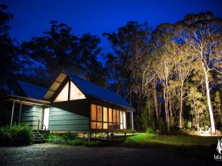 Perfect 2 bedroom Cottage in Batemans Bay with Internet Access - Batemans Bay vacation rentals