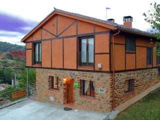 Comfortable Cottage with Central Heating and Balcony - Puebla de Valles vacation rentals