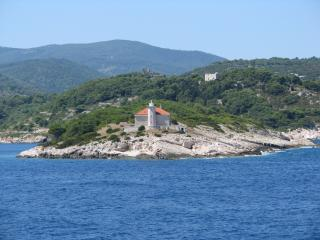 2 bedroom Lighthouse with Internet Access in Vis - Vis vacation rentals