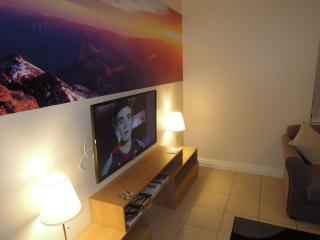 Beautiful Liverpool vacation Condo with Linens Provided - Liverpool vacation rentals