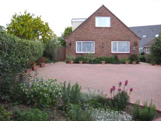 Nice Cottage with Internet Access and Outdoor Dining Area - Mersea Island vacation rentals