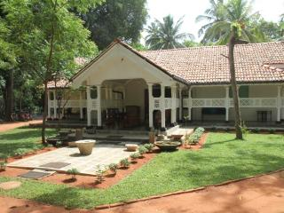 Nice Bungalow with A/C and Satellite Or Cable TV - Anuradhapura vacation rentals