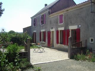 Comfortable 3 bedroom Farmhouse Barn in Bazoges-en-Pareds - Bazoges-en-Pareds vacation rentals