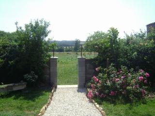 3 bedroom Farmhouse Barn with Internet Access in Bazoges-en-Pareds - Bazoges-en-Pareds vacation rentals