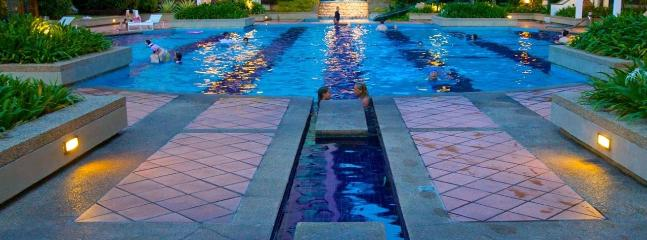 luxurious swimming pool - Miami Green Resort - Batu Ferringhi - rentals