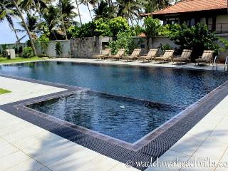 Cozy Villa with Deck and Internet Access - Wadduwa vacation rentals
