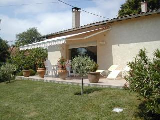 Nice Gite with A/C and Television - Monlaur-Bernet vacation rentals