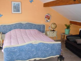 Cozy Guest house in Verdun with Central Heating, sleeps 6 - Verdun vacation rentals