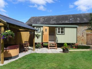 Nice 1 bedroom Broadway Shepherds hut with Internet Access - Broadway vacation rentals
