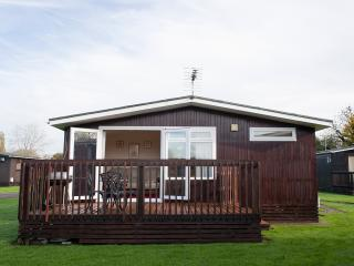 Holiday Home Chalet South Cerney Cotswold Hoburn - South Cerney vacation rentals