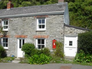 Lovely Cottage with Internet Access and Satellite Or Cable TV - Roseland Peninsula vacation rentals