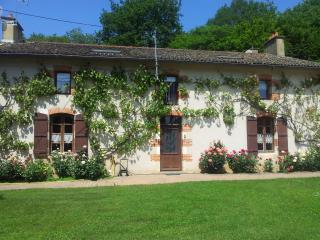 Cozy 2 bedroom Bed and Breakfast in Poitiers - Poitiers vacation rentals