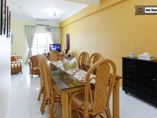 Bright 4 bedroom Condo in Ampang - Ampang vacation rentals