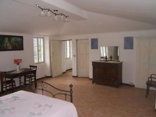 Sunny 3 bedroom Pietrabruna House with Washing Machine - Pietrabruna vacation rentals