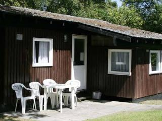 Comfortable 3 bedroom Chalet in Cenarth with Deck - Cenarth vacation rentals