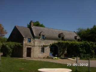 Bright 4 bedroom Pontivy House with Dishwasher - Pontivy vacation rentals