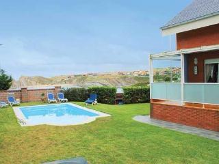 Lovely 3 bedroom Santander Chalet with Dishwasher - Santander vacation rentals