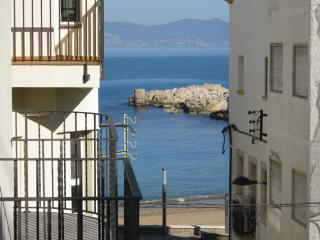 Costabravaforrent Farina 1, up to 6, 50m to beach - L'Escala vacation rentals